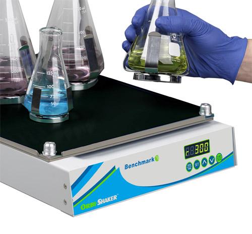 MAGic Clamp univerzální platforma pro Orbi-Shaker a Orbi-Shaker CO2 | Benchmark Scientific